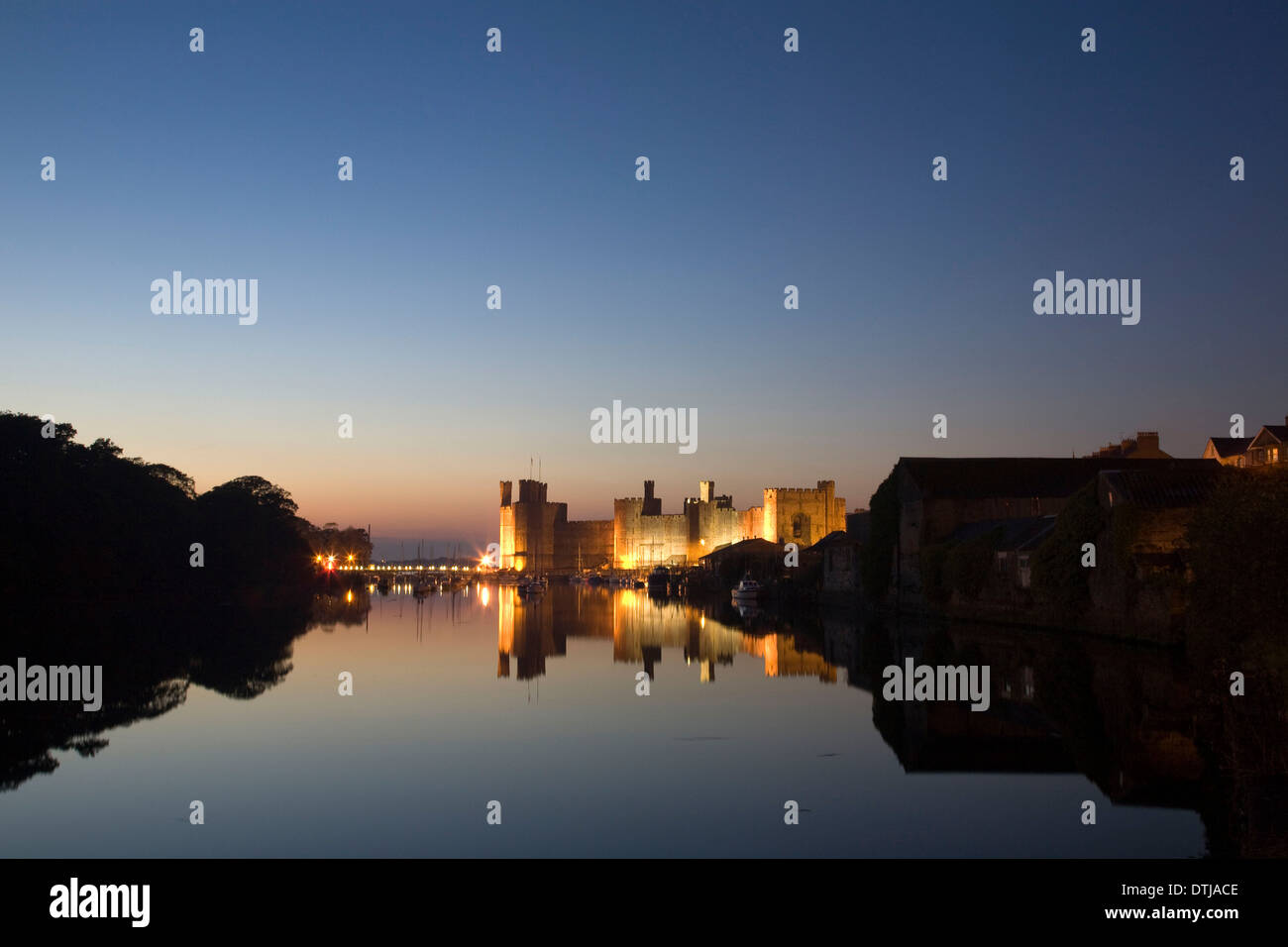 NIGHTSCAPE OF FLOODLIT BANGOR CASTLE - Stock Image