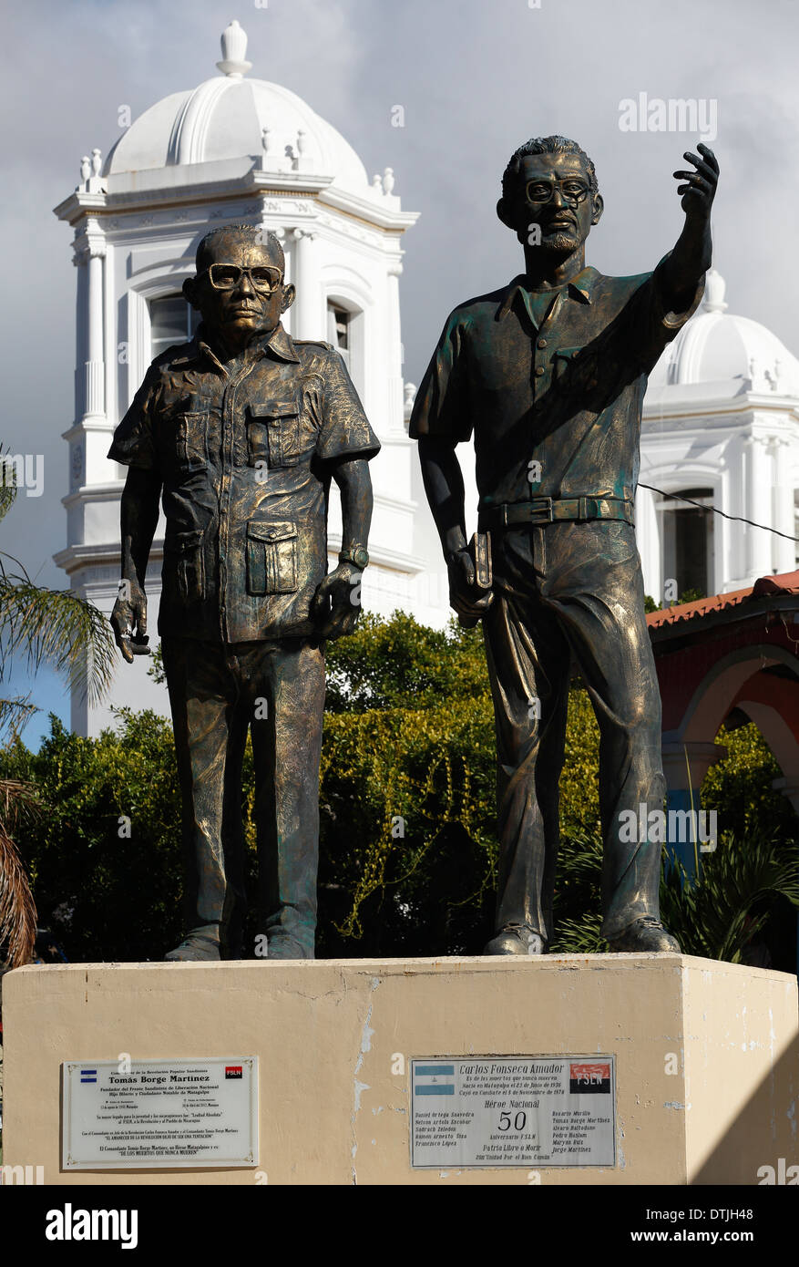 Statues to revolutionary figures Tomas Martinez and Carlos Amador, in front of the cathedral in Matagalpa, Nicaragua - Stock Image