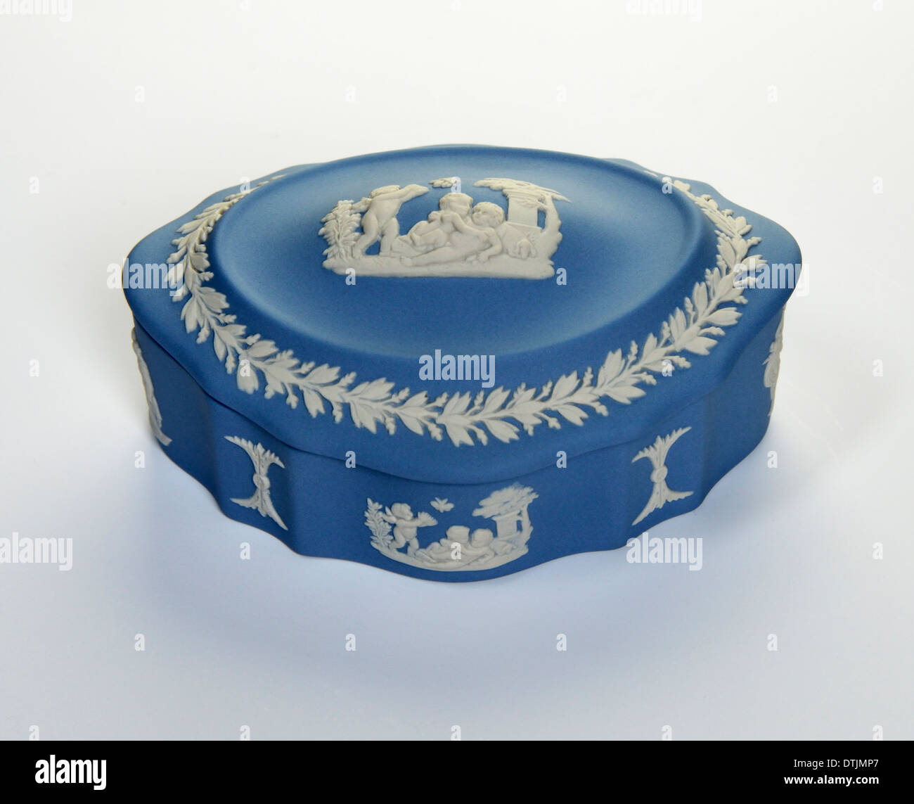 wedgwood jewelry box