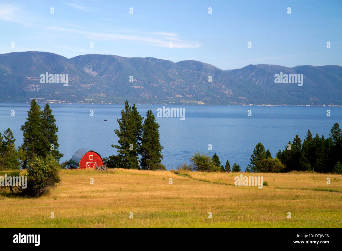 Red barn and farmland along Flathead Lake, Montana, USA. - Stock Image