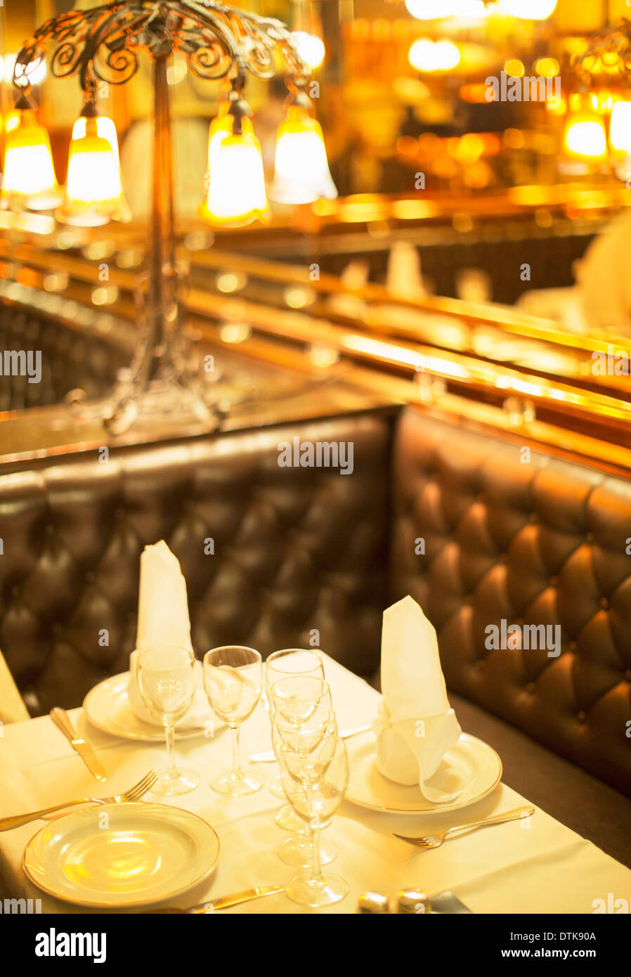 Set table in restaurant - Stock Image