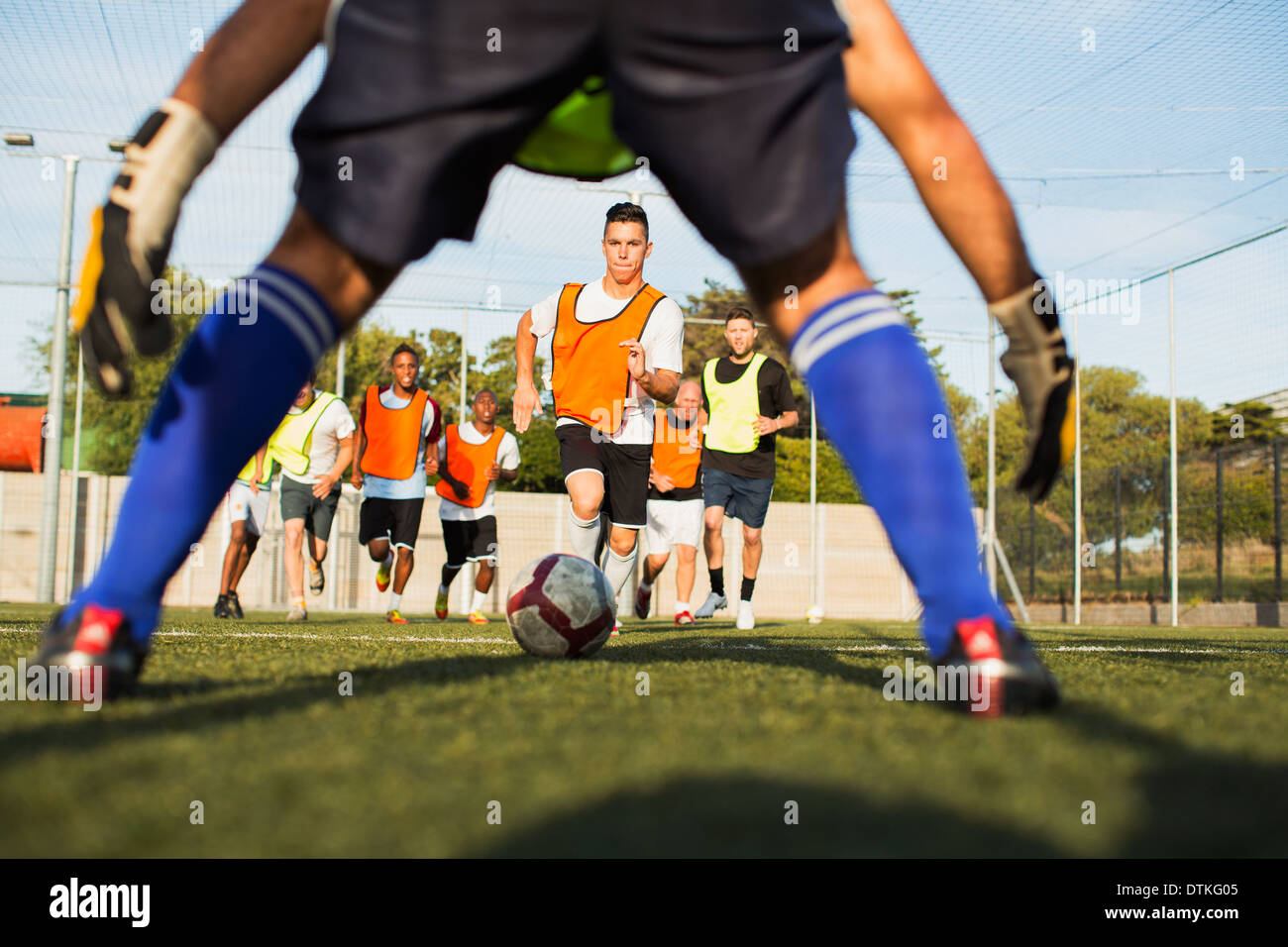 Soccer players training on field - Stock Image