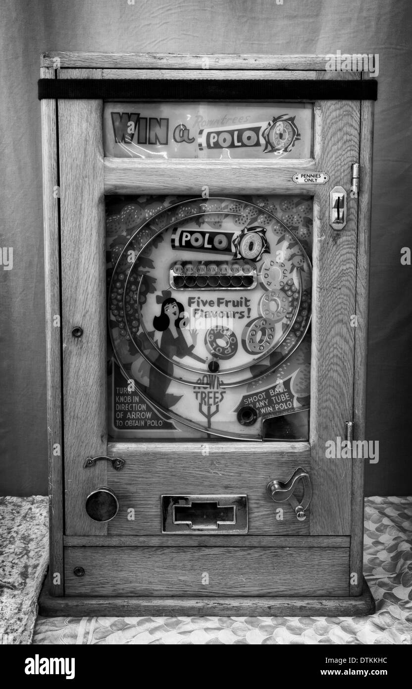 Bryans vintage ALLWIN arcade  vintage retro slot machine old penny_Allwin polo machines_ 'Win a Polo' Antique  Slot Machine on Stand - Stock Image