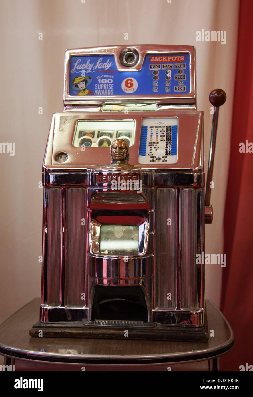 antique vintage jennings gambling slot machine lucky lady fruit
