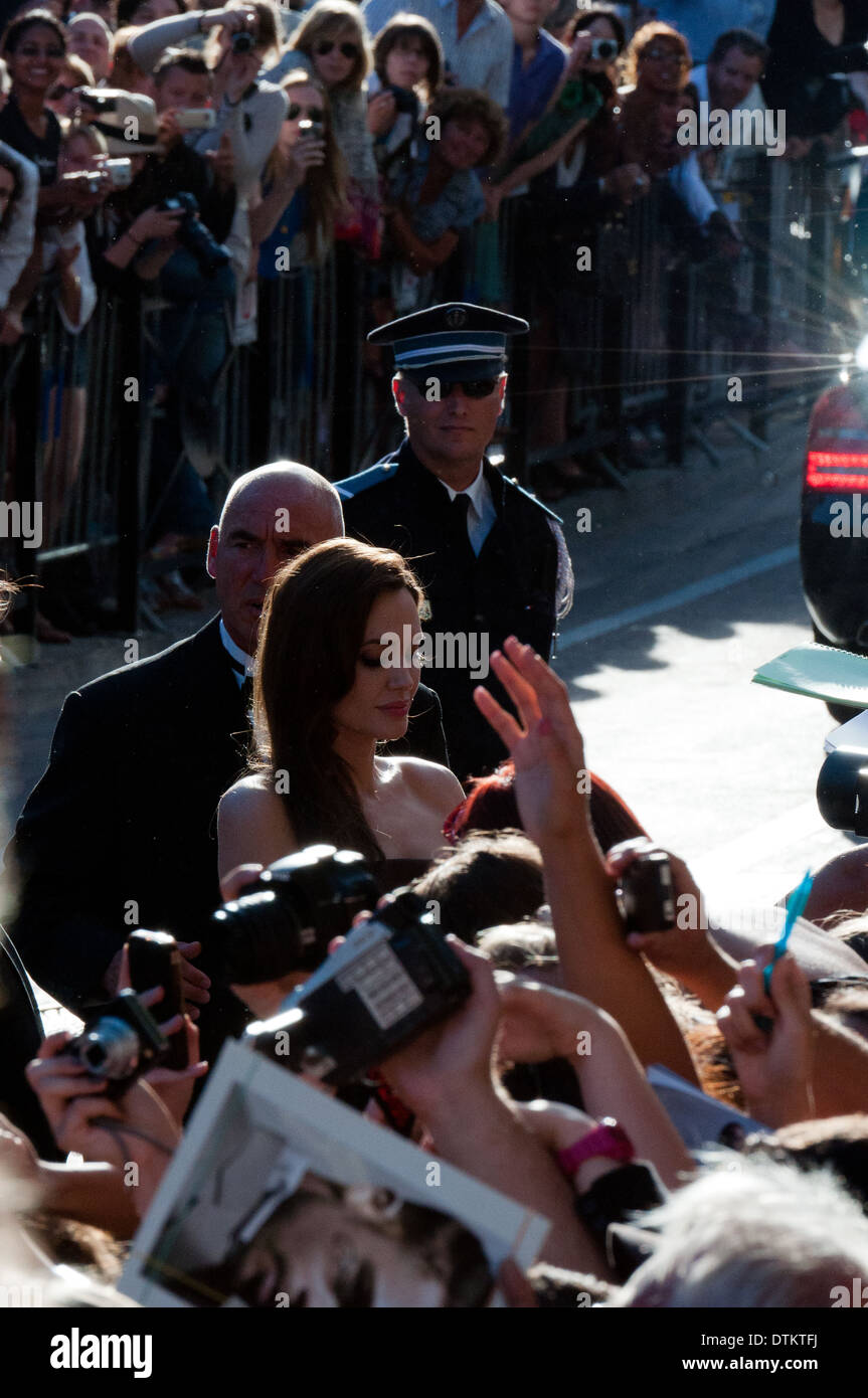 Europe, France, Alpes-Maritimes, Cannes film festival. The actress Angelina Jolie signing autographs. - Stock Image