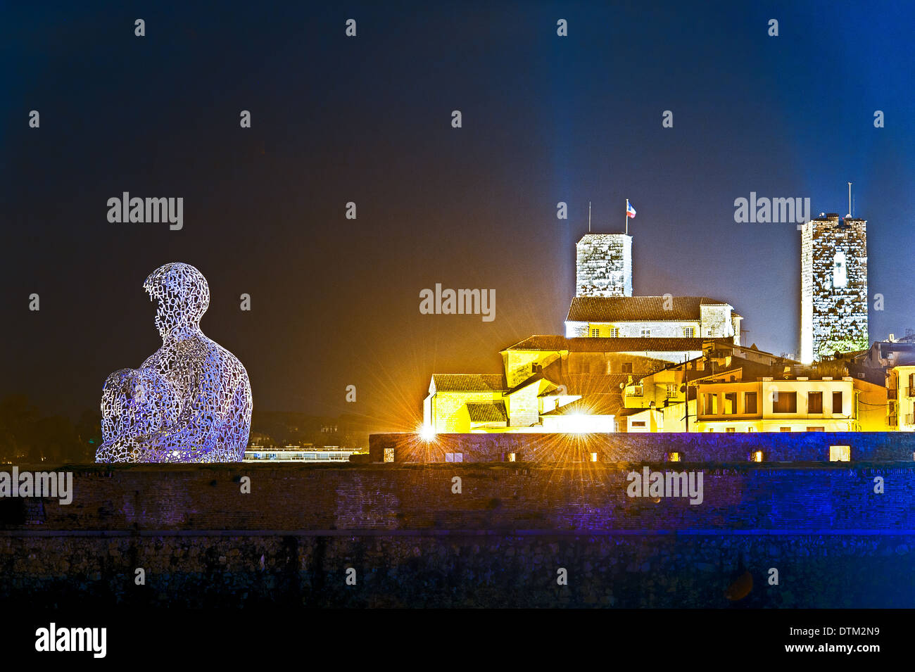 Europe, France, Alpes-Maritimes, Antibes. Old town at night and sculpture by Catalan artist Jaume Plensa entitled Nomad. - Stock Image