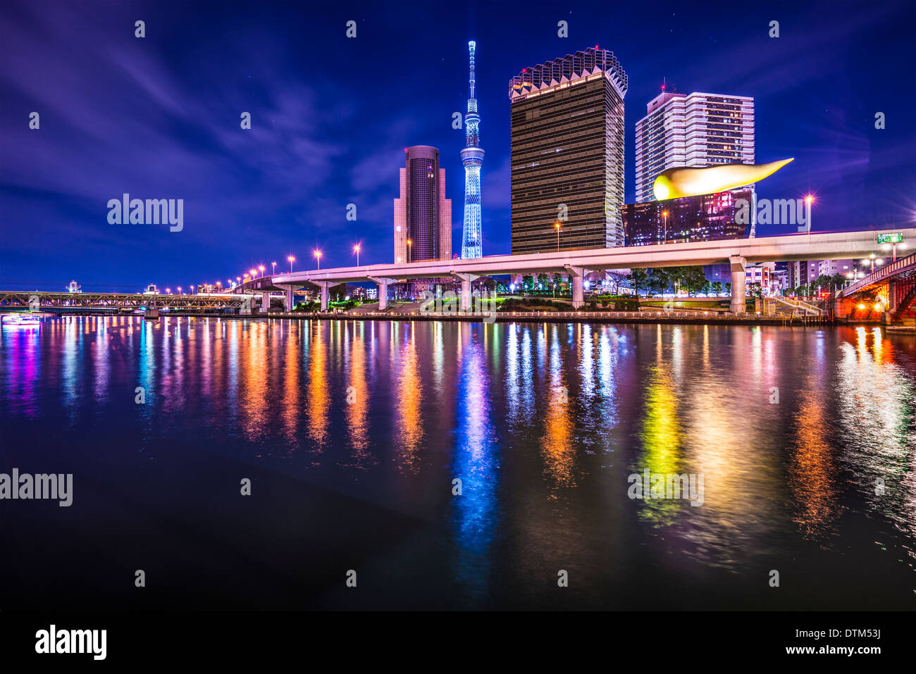 Tokyo Japan skyline on the Sumida River. - Stock Image