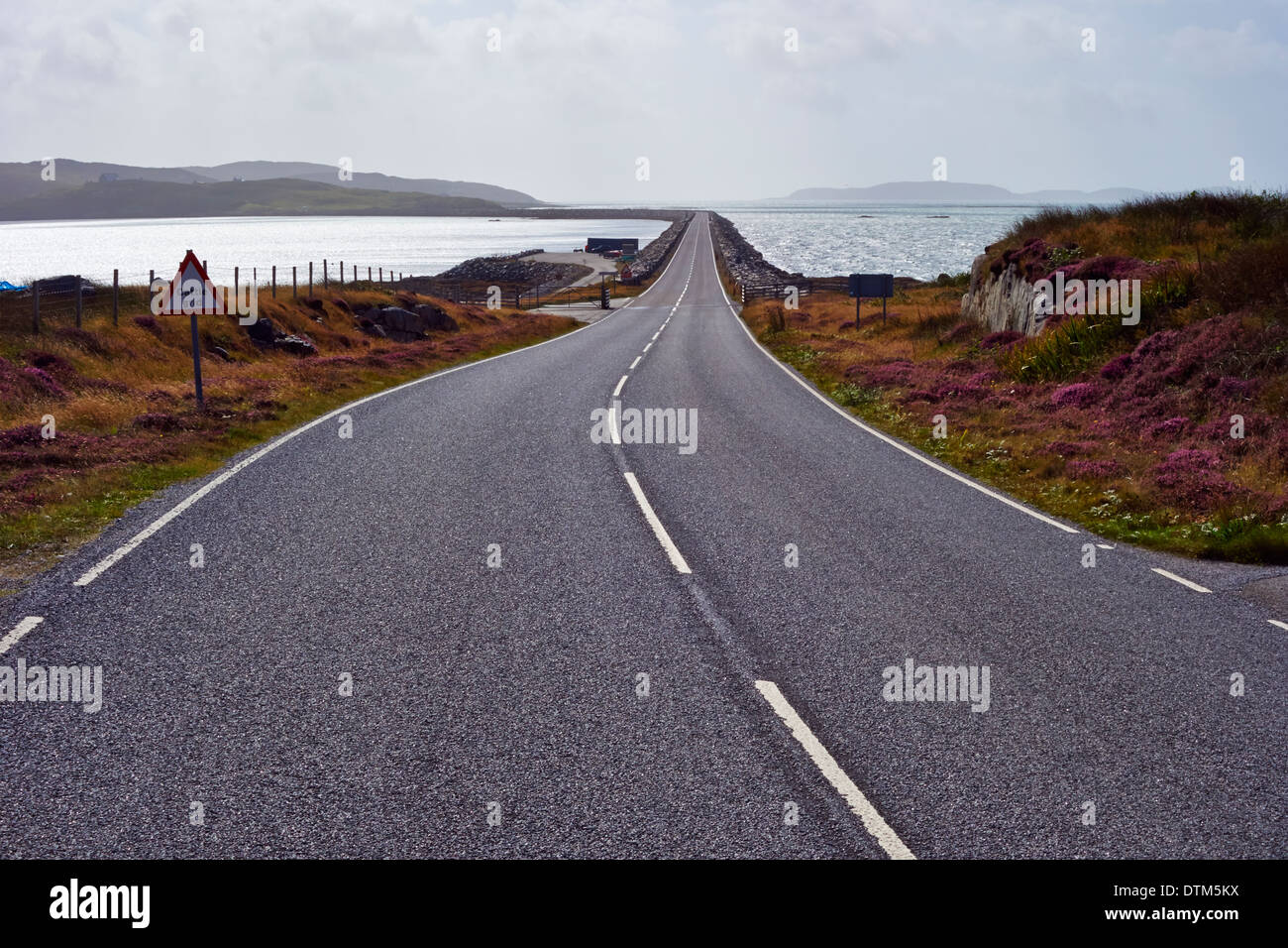 Causeway from South Uist to Eriskay in the Outer Hebrides, Scotland, UK. - Stock Image