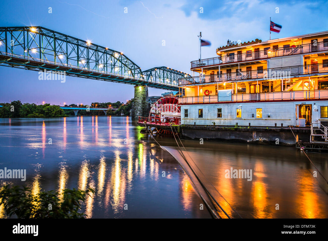 Chattanooga, Tennessee, USA at night on the river. - Stock Image