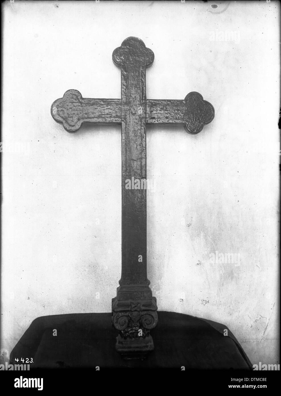 Wooden altar cross, California, ca.1900 - Stock Image
