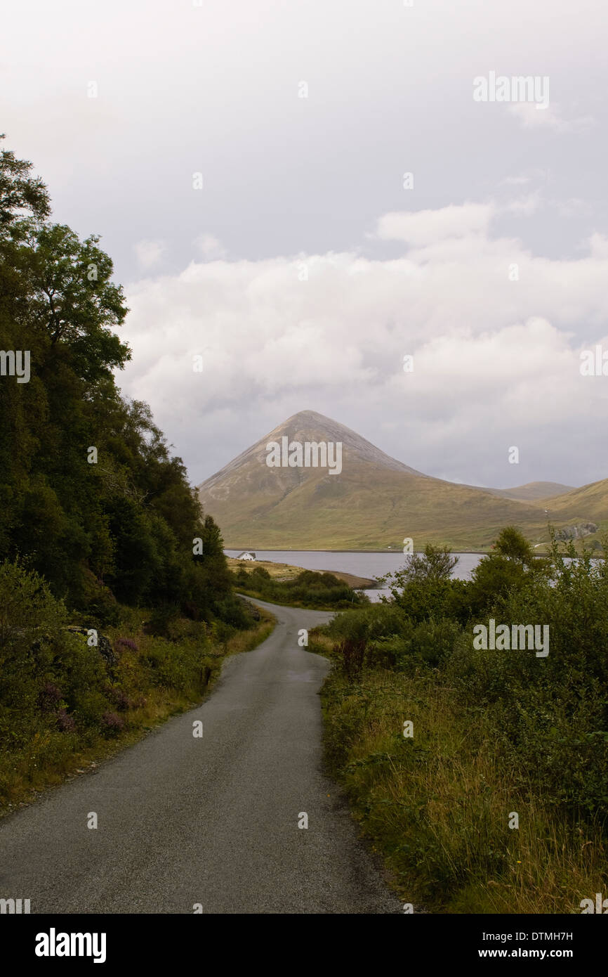 Country road and mountains, Isle of Skye - Stock Image