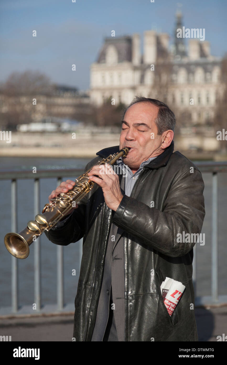 Busker on the Pont Saint-Louis, Paris, France - Stock Image