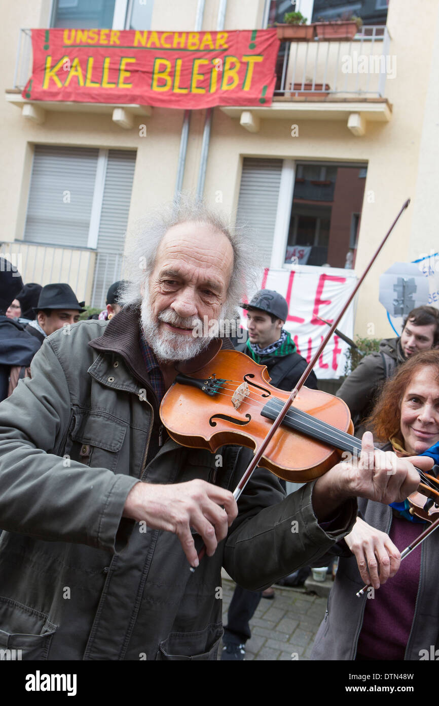 Klaus the violinist (Klaus der Geiger) a famous street musician during protests against gentrification - Stock Image