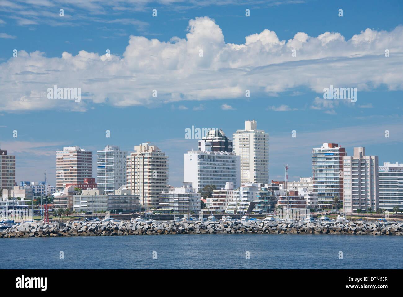 Uruguay, Punta del Este. Rio de la Plate (River) skyline view of the coastal area of the popular resort city of Punta del Este. - Stock Image