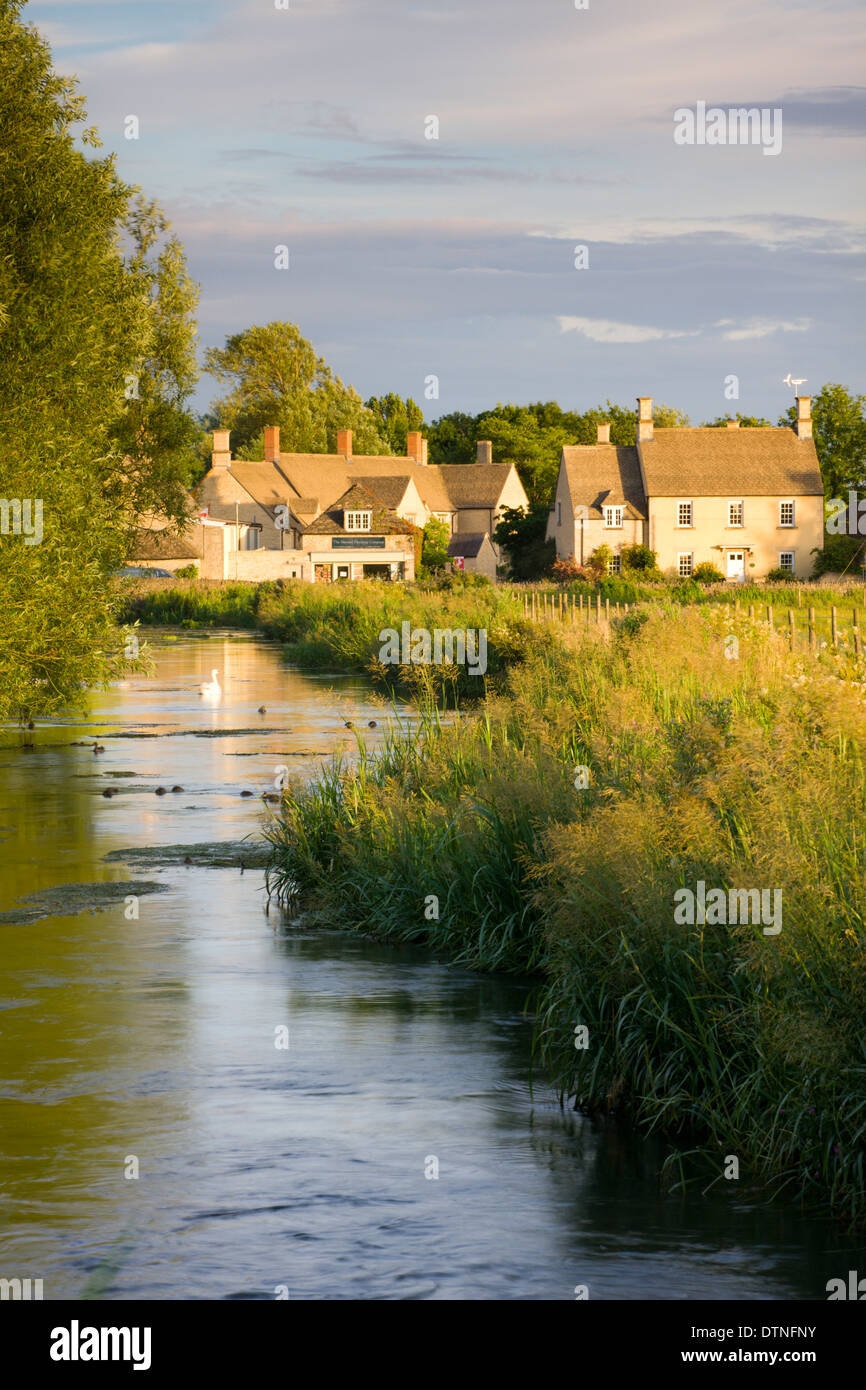Cottages near the River Coln at Fairford in the Cotswolds, Gloucestershire, England. Summer (July) 2010. - Stock Image