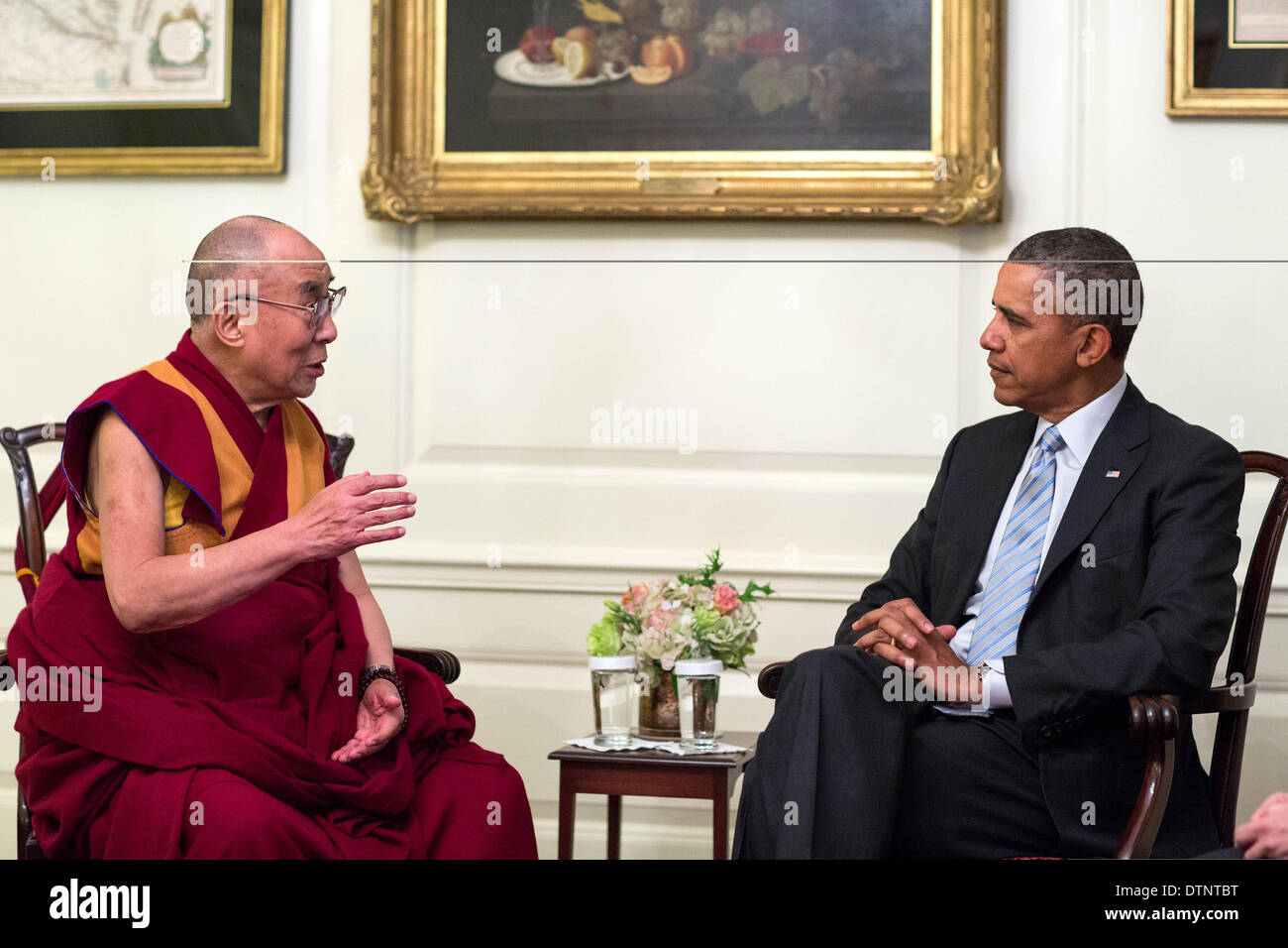 US President Barack Obama meets with the Dalai Lama in the Map Room of the White House February 21, 2014 in Washington, DC. - Stock Image