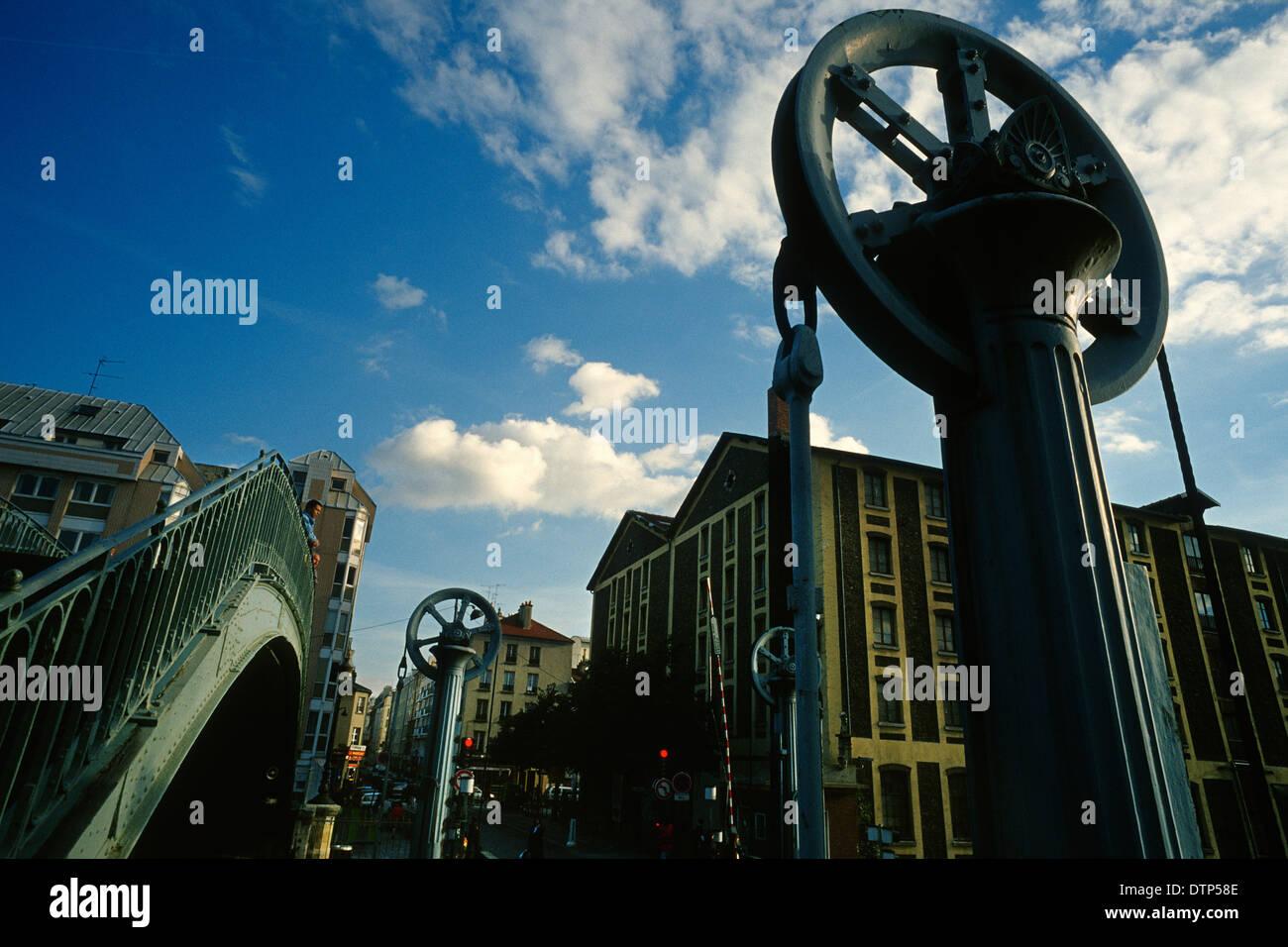 The lifting Pont de Crimee crosses the Canal de l'Ourcq / Bassin de la Villette, Paris France.  Stock Photo