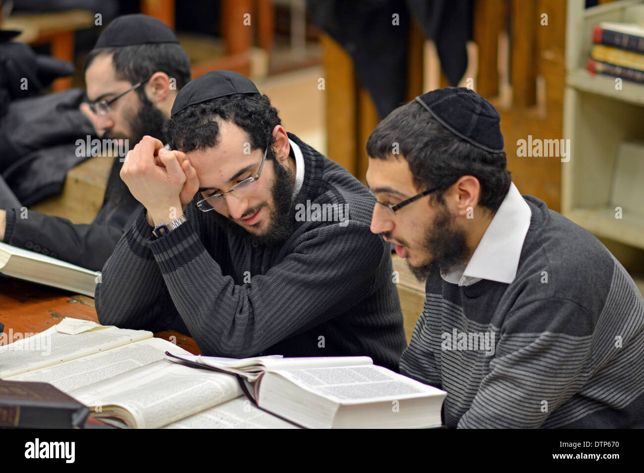 Lubavitch Hassidic students studying Talmud at their headquarters and synagogue at 770 Eastern Parkway in Brooklyn, New York. - Stock Image