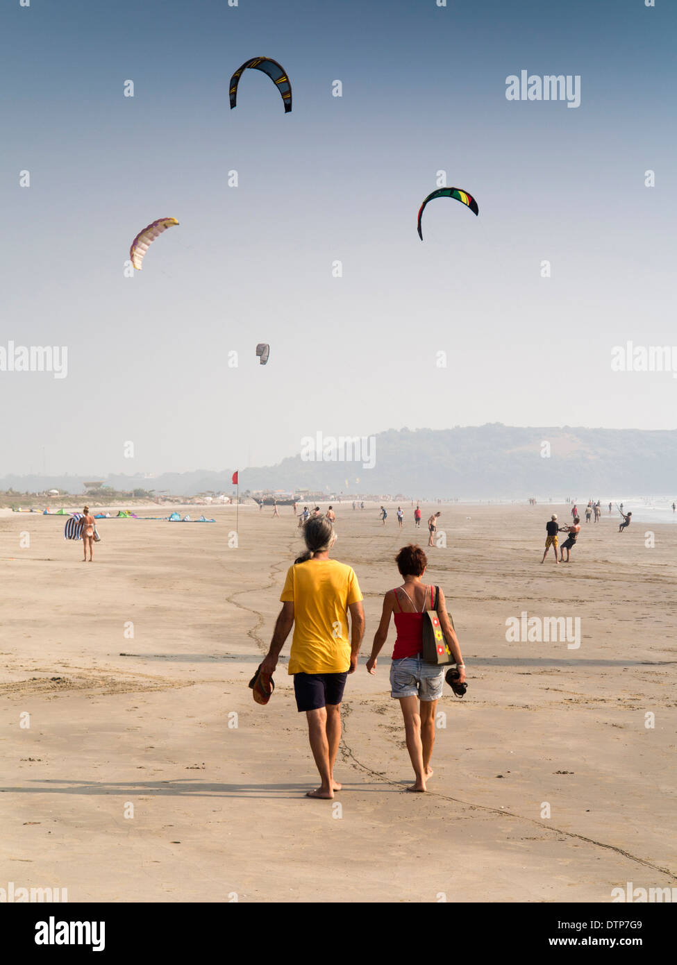India, Goa, Morjim Beach, kitesurfers practicing and learning to handle kites on beach - Stock Image