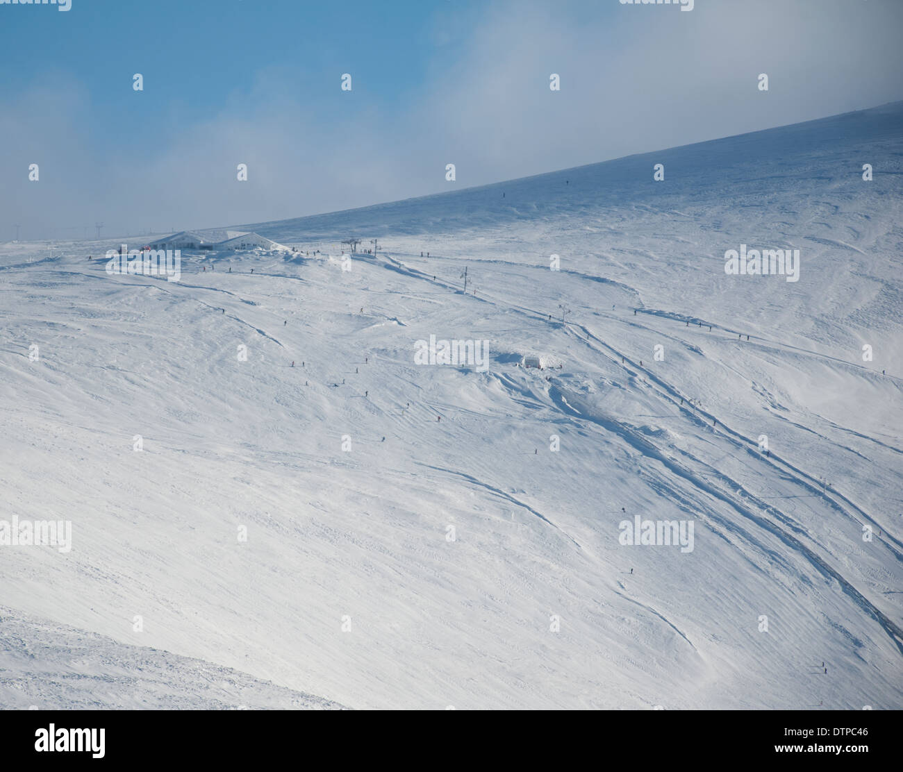 The top of the Cairngorm mountain White Lady ski run, Ptarmigan Resturant and Funicular Railway all under heavy snow.  SCO 9014. - Stock Image