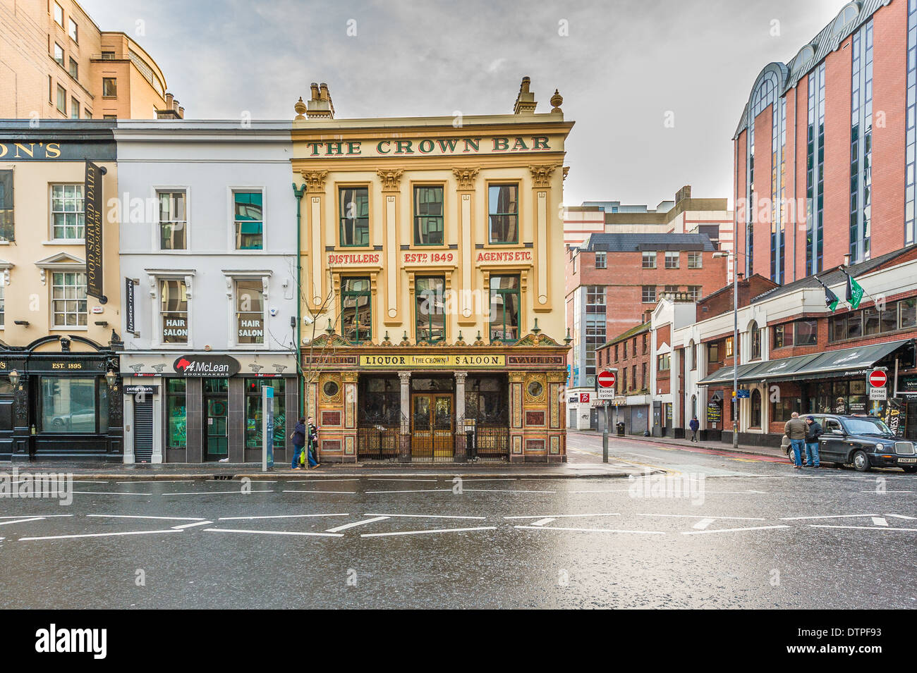 The Crown Liquor Saloon is a public house in Belfast, Northern Ireland, located in Great Victoria Street.  Wonderful atmospheric - Stock Image