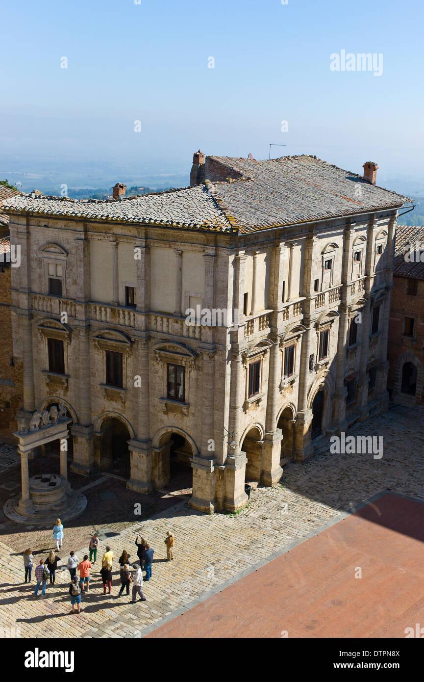 The Palazzo Nobili-Tarugi, Piazza Grande in Montepulciano, Tuscany, Italy - Stock Image