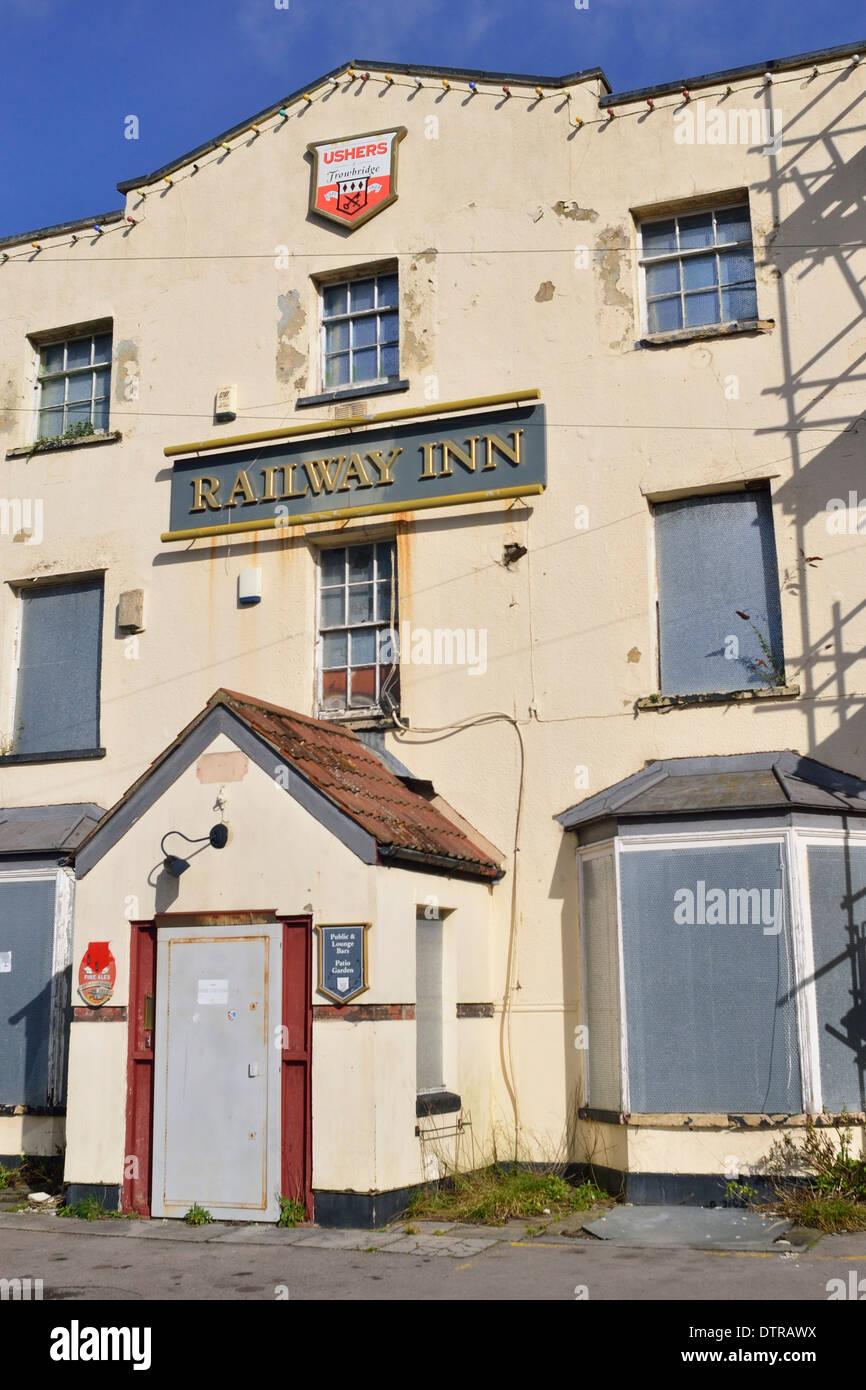 Railway Inn Pub Closed. Pill Bristol - Stock Image