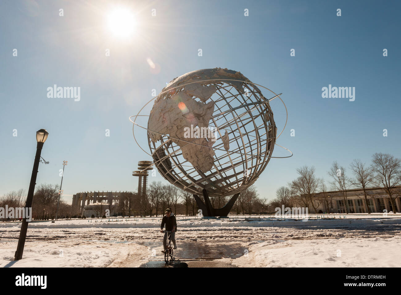 The Unisphere and the New York State Pavilion, left, from the 1964-65 World's Fair in Flushing Corona Meadows Park in Queens - Stock Image