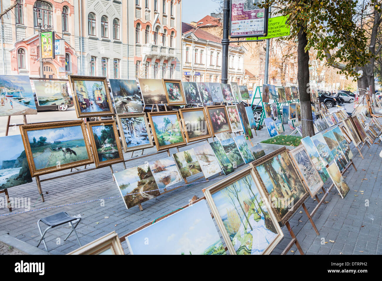 Paintings and pictures for sale to tourists as souvenirs on the street in Kiev, Ukraine, eastern Europe - Stock Image