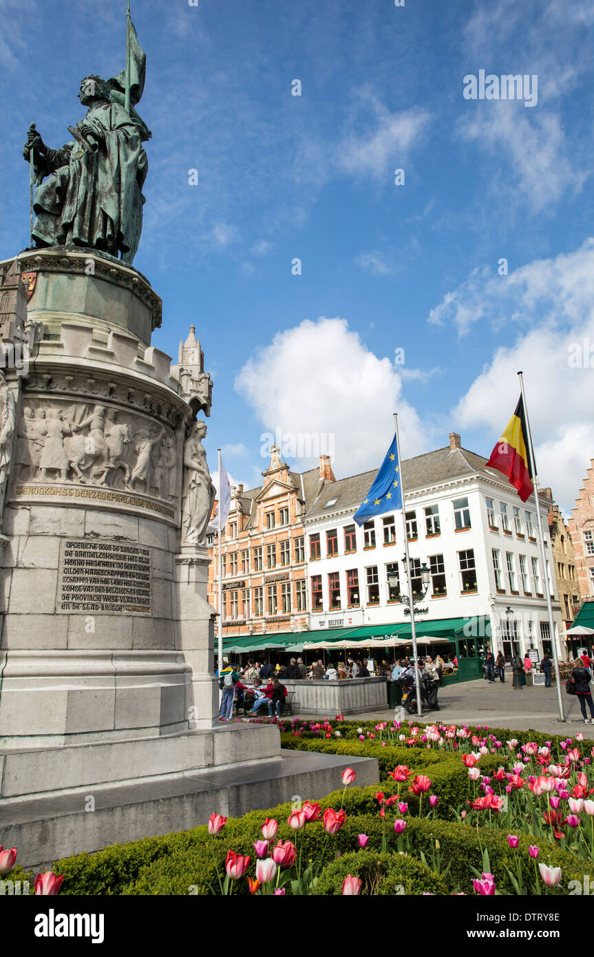 Tulips blooming during Spring in Markt in historical Bruges - Stock Image