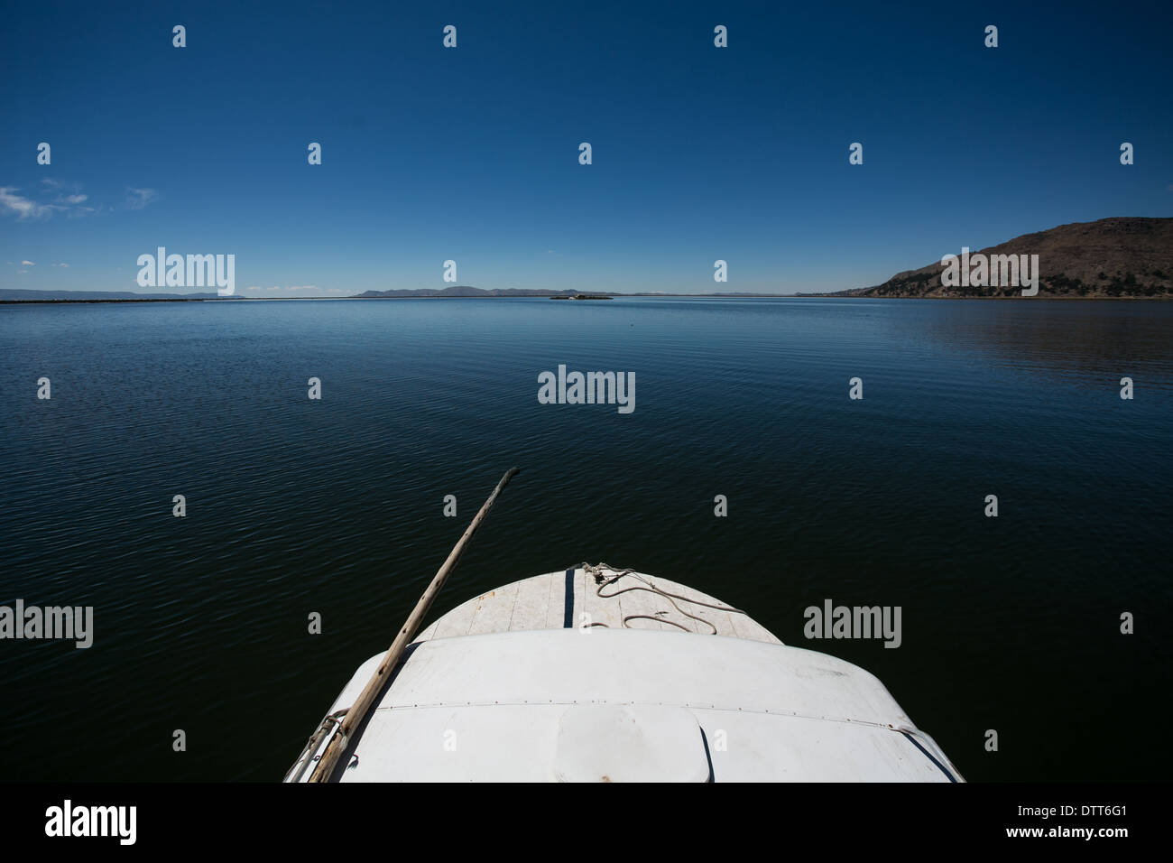 going to the islands in  lake titicaca / titikaka by boat - prow of a white boat  high horizon, 4000 above sea level - Stock Image