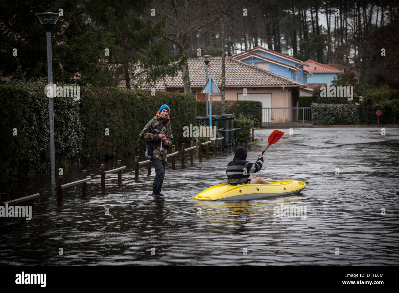 In Capbreton (Landes - France), boating on a flooded street. All opportunities are good for youngish people to have fun. - Stock Image