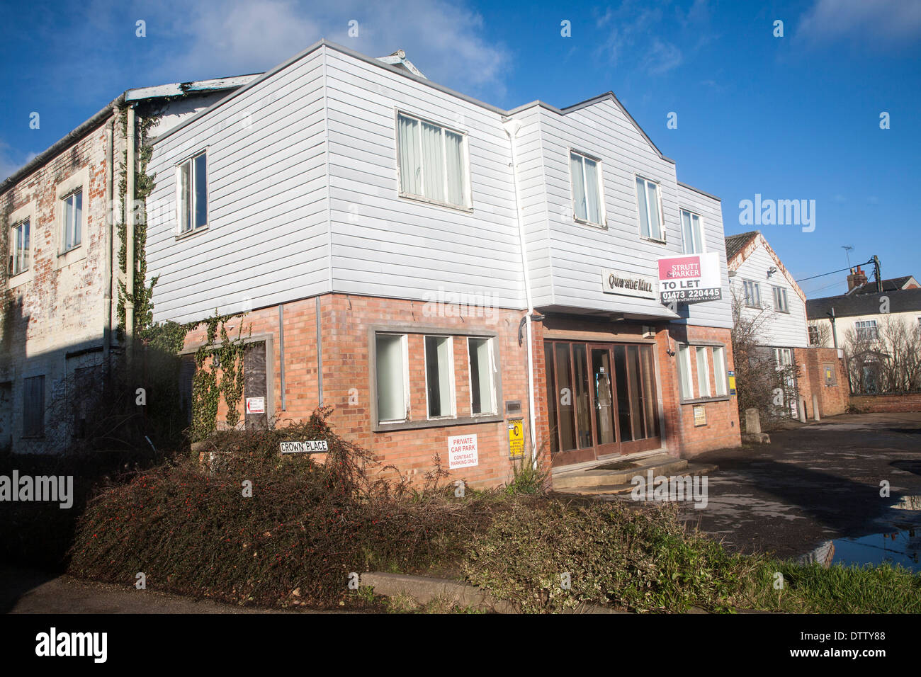 Unused industrial Quayside Mill building to let, Woodbridge, Suffolk, England - Stock Image