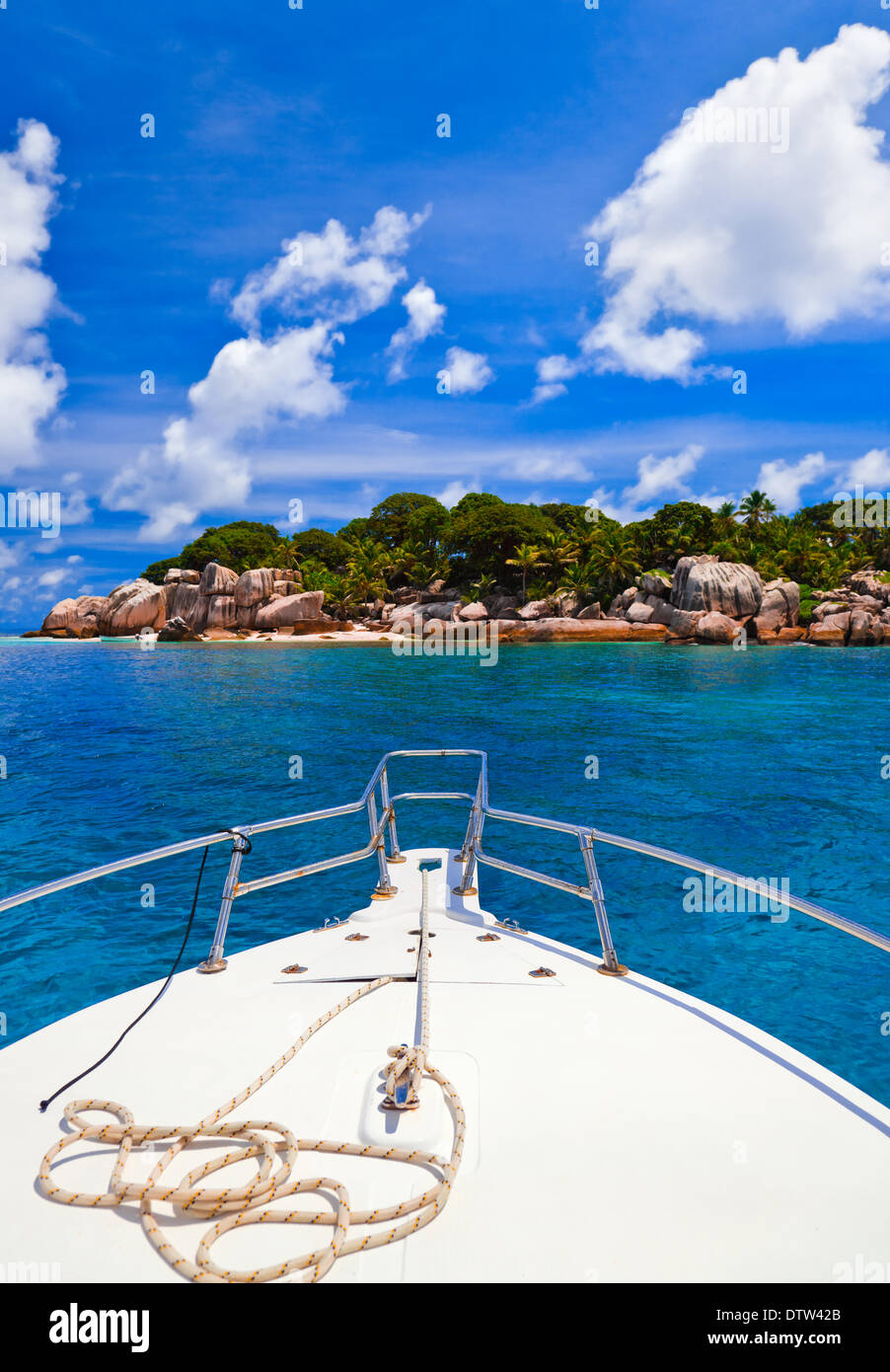 Tropical island and boat - Stock Image