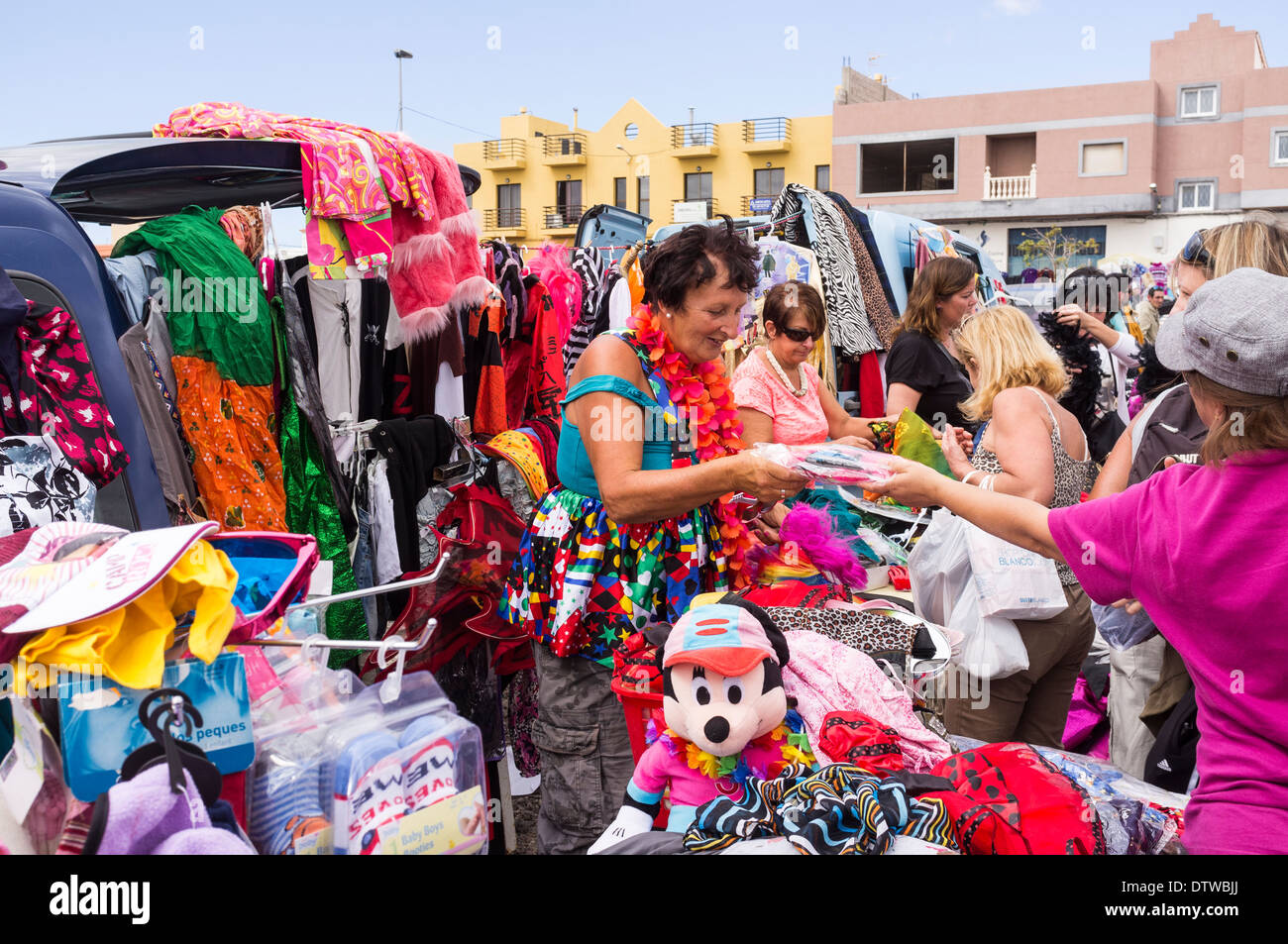 Stalls at the weekly car boot sale at Guargacho in Tenerife, Canary Islands, Spain. - Stock Image