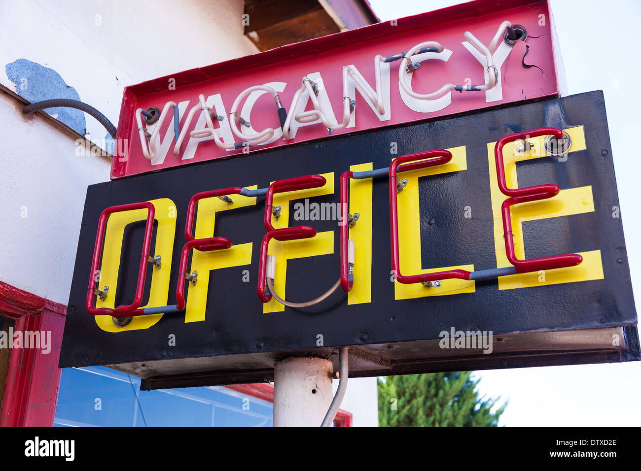 A retro neon vacancy office hotel sign - Stock Image