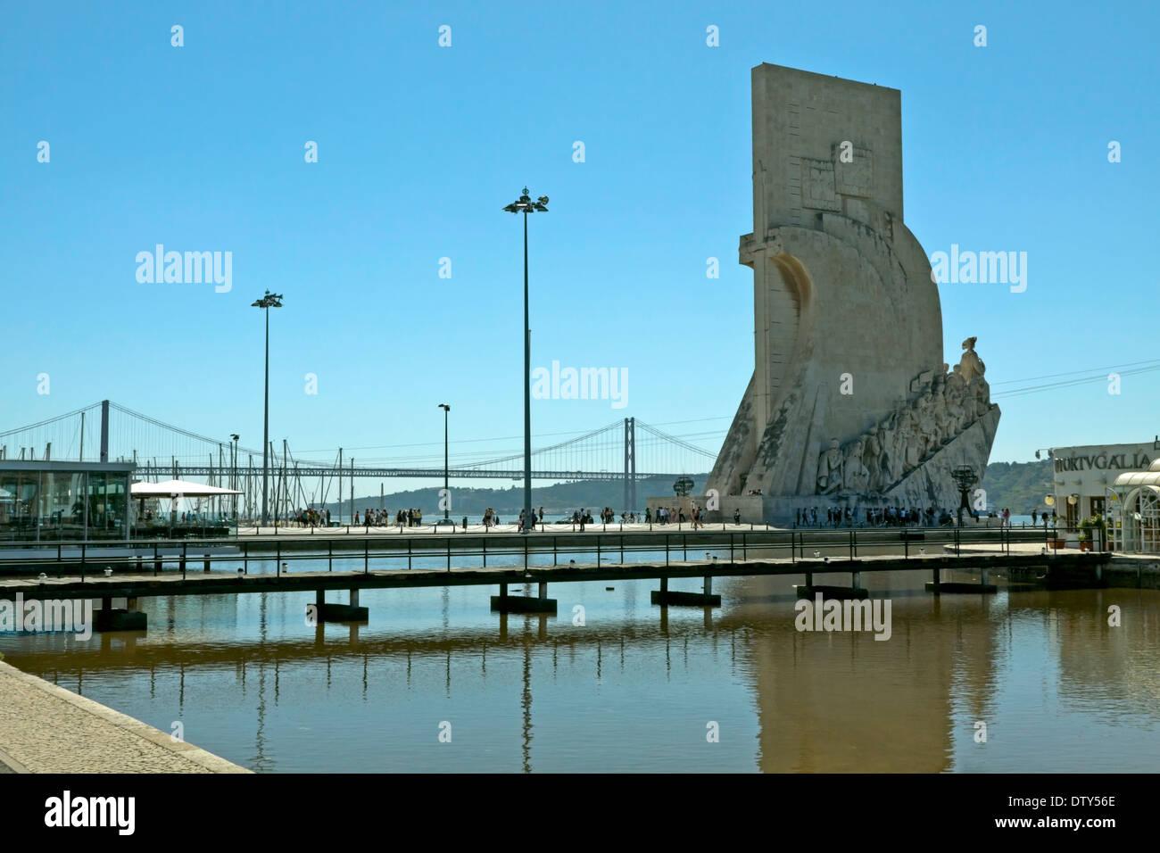 Padrão dos Descobrimentos, a monument in honor of the Portuguese Age of Discoveries and the Ponte de 25 de Abril bridge, Lisbon. - Stock Image