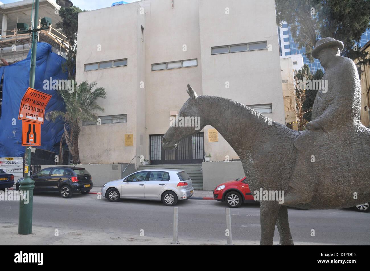 Israel, Tel Aviv, Rothschild Boulevard Statue of Meir Dizengoff first mayor of Tel Aviv on his horse - Stock Image