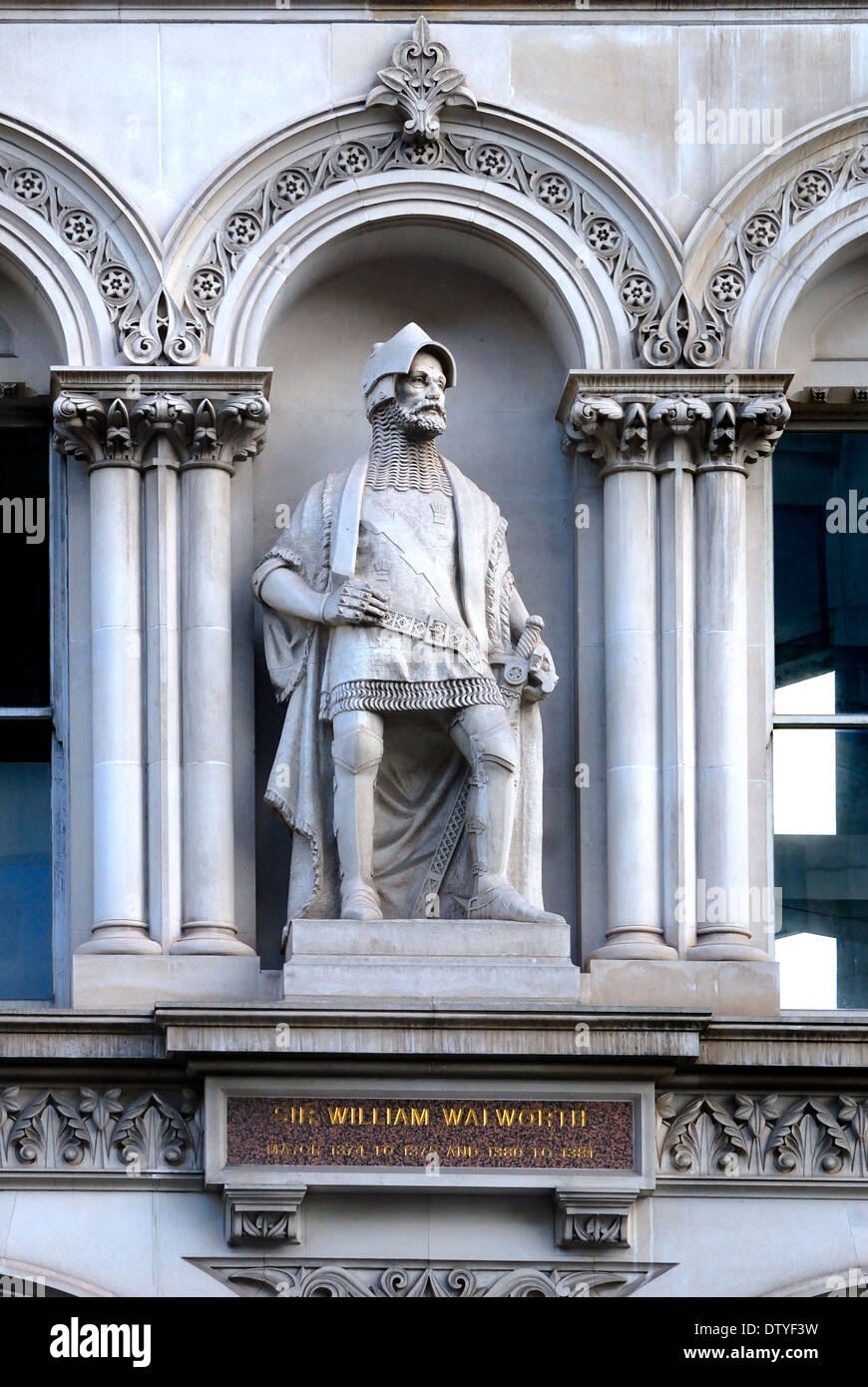 London, England, UK. Statue overlooking Holborn Viaduct: William Walworth (d1385: twice Lord mayor of London) - Stock Image