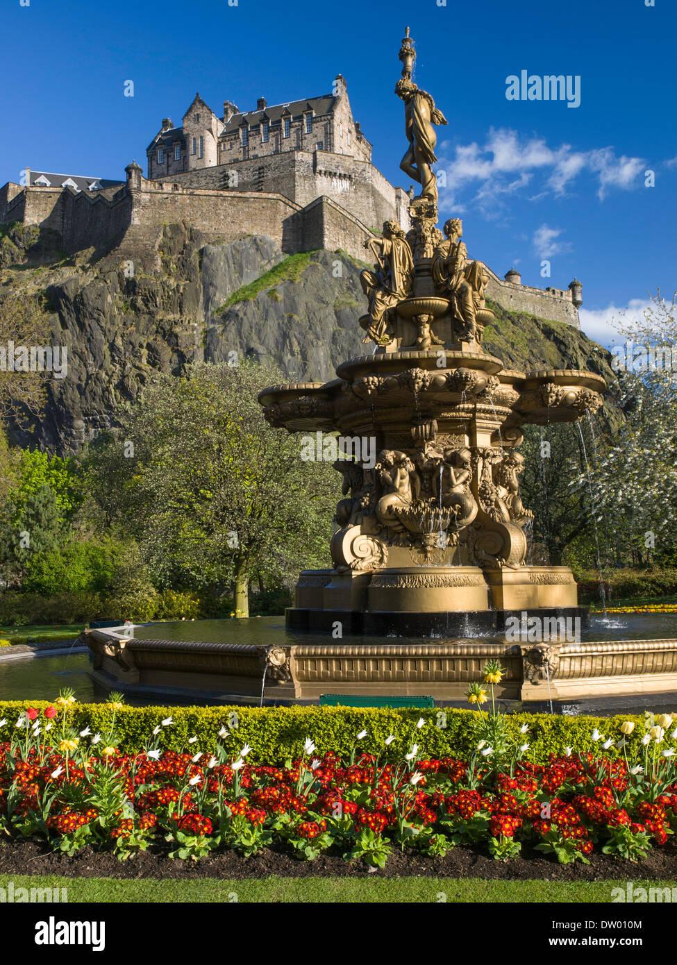 Princes Street Gardens, Ross Fountain and Edinburgh Castle Stock ...