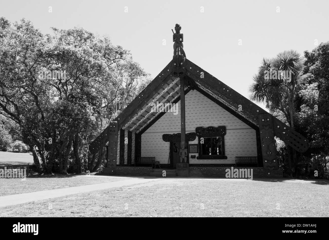 Exterior view of the Maori Marae (meeting house) in the Waitangi National Reserve, Bay of Islands, Far North District, Northland - Stock Image