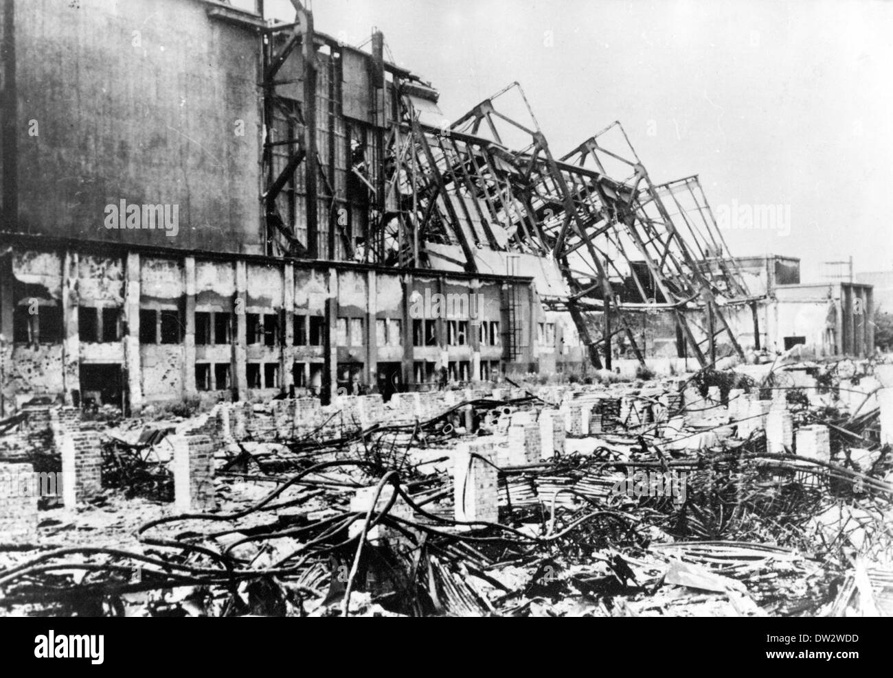 View of hall, destroyed by the bombings in the second world war, on the premises of the Technical Trade Fair in Leipzig, 1945. Photo: Berliner Verlag / Archive - NO WIRE SERVICE - Stock Image