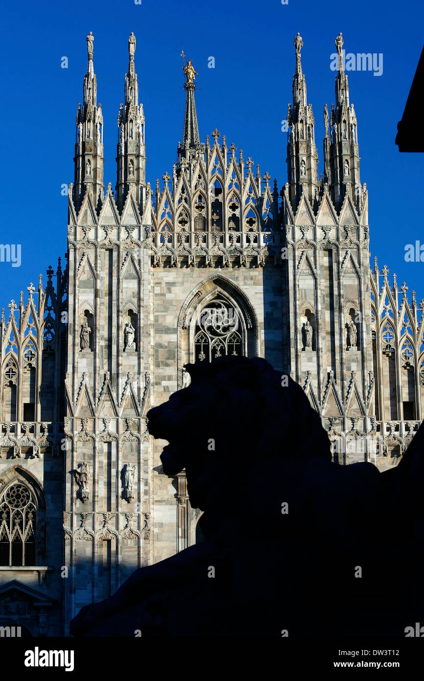 Lion statue  silhouette in front of Duomo of Milan - Stock Image