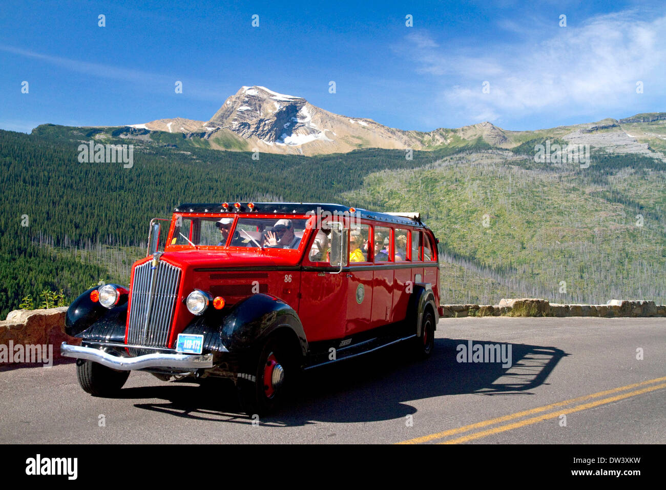 Red Jammer bus on the Going-to-the-Sun Road in Glacier National Park, Montana, USA. - Stock Image