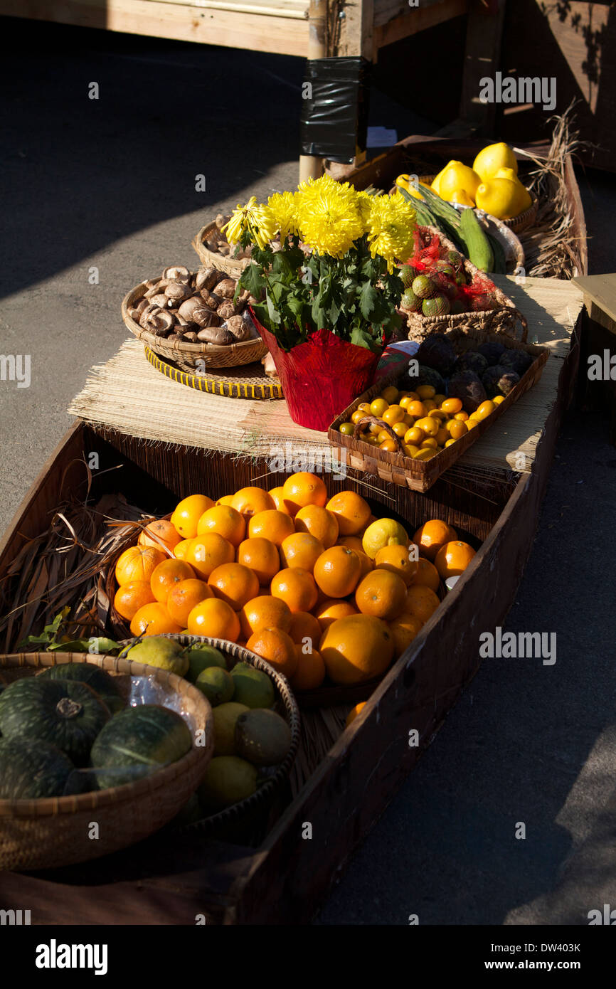 Vegetables On A Boat Stock Photos & Vegetables On A Boat Stock Images - Alamy