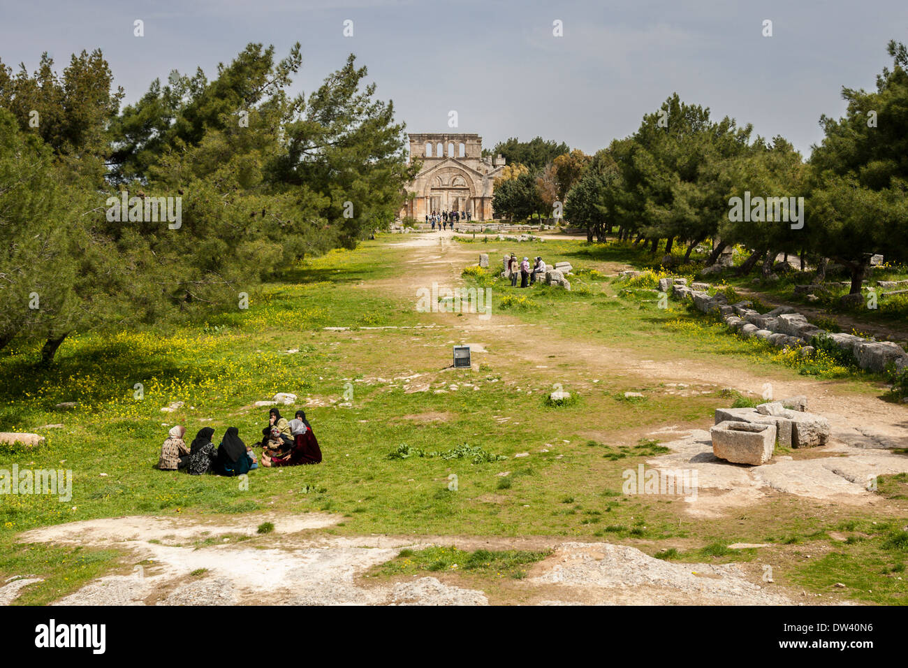 Muslim families picnicking on the grounds of the St. Simeon Basilica near Aleppo, Syria. - Stock Image