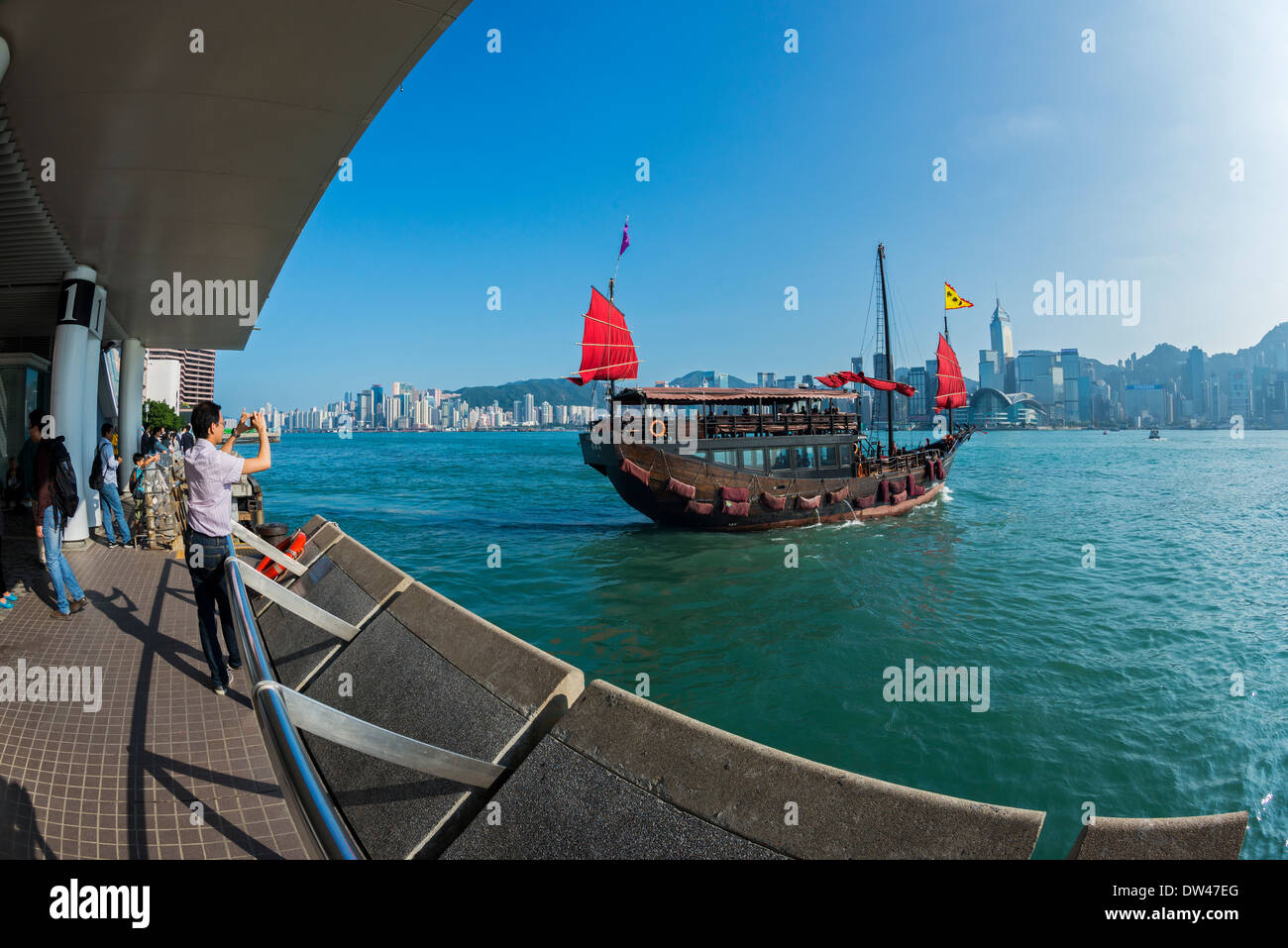 Chinese Junk Tour Boat, Victoria Harbour, Hong Kong - Stock Image