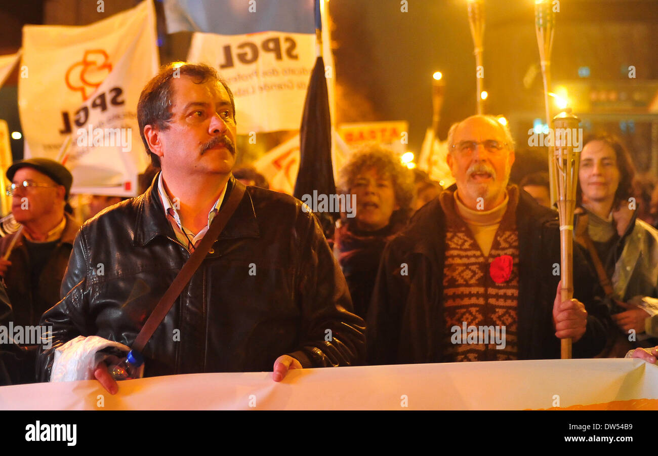 O secretário-geral da FENPROF, Mário Nogueira, the union leads to the manifestation of sound slogans like 'the people united will never be defeated' - Stock Image