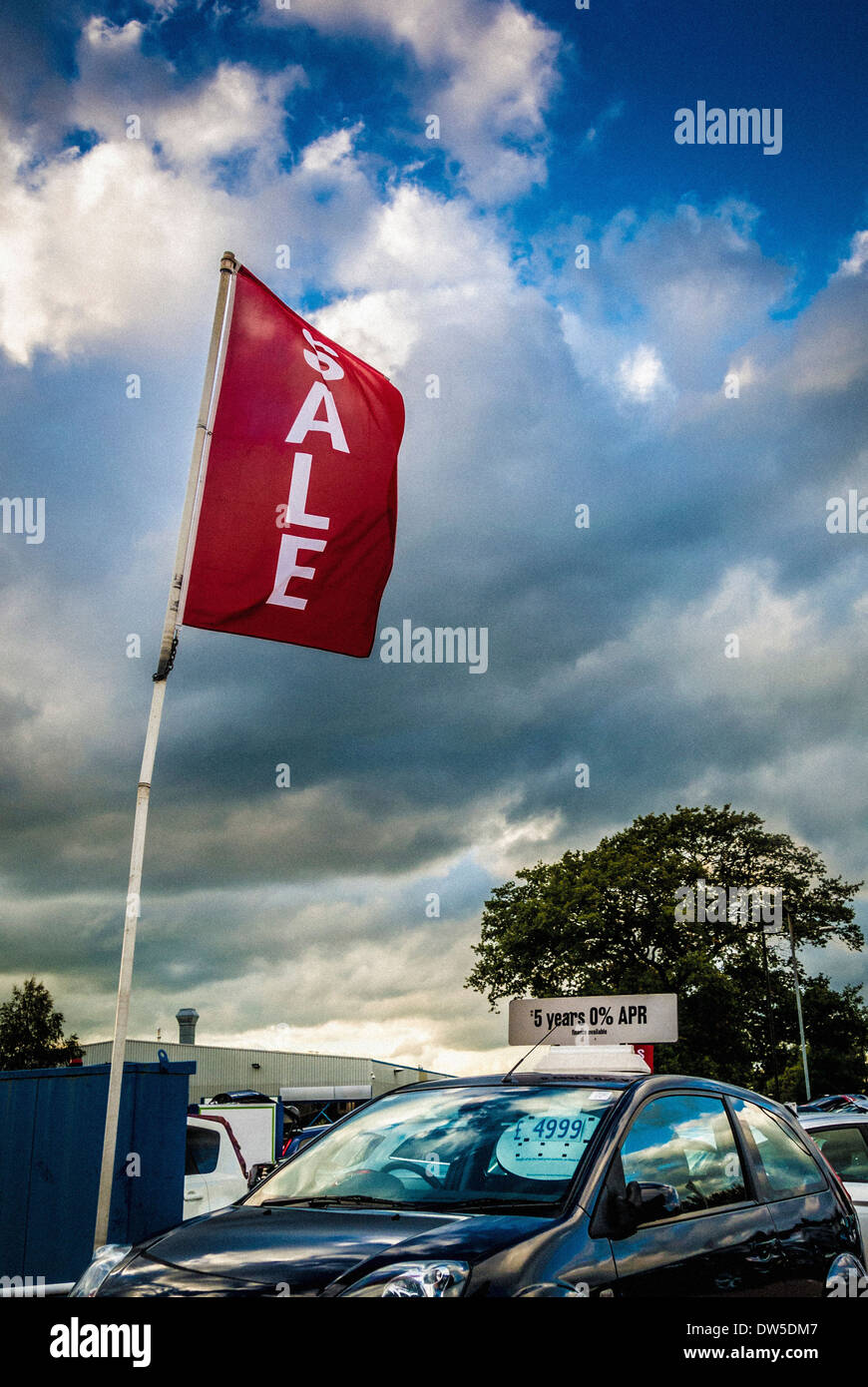 Sale sign on used car forecourt - Stock Image