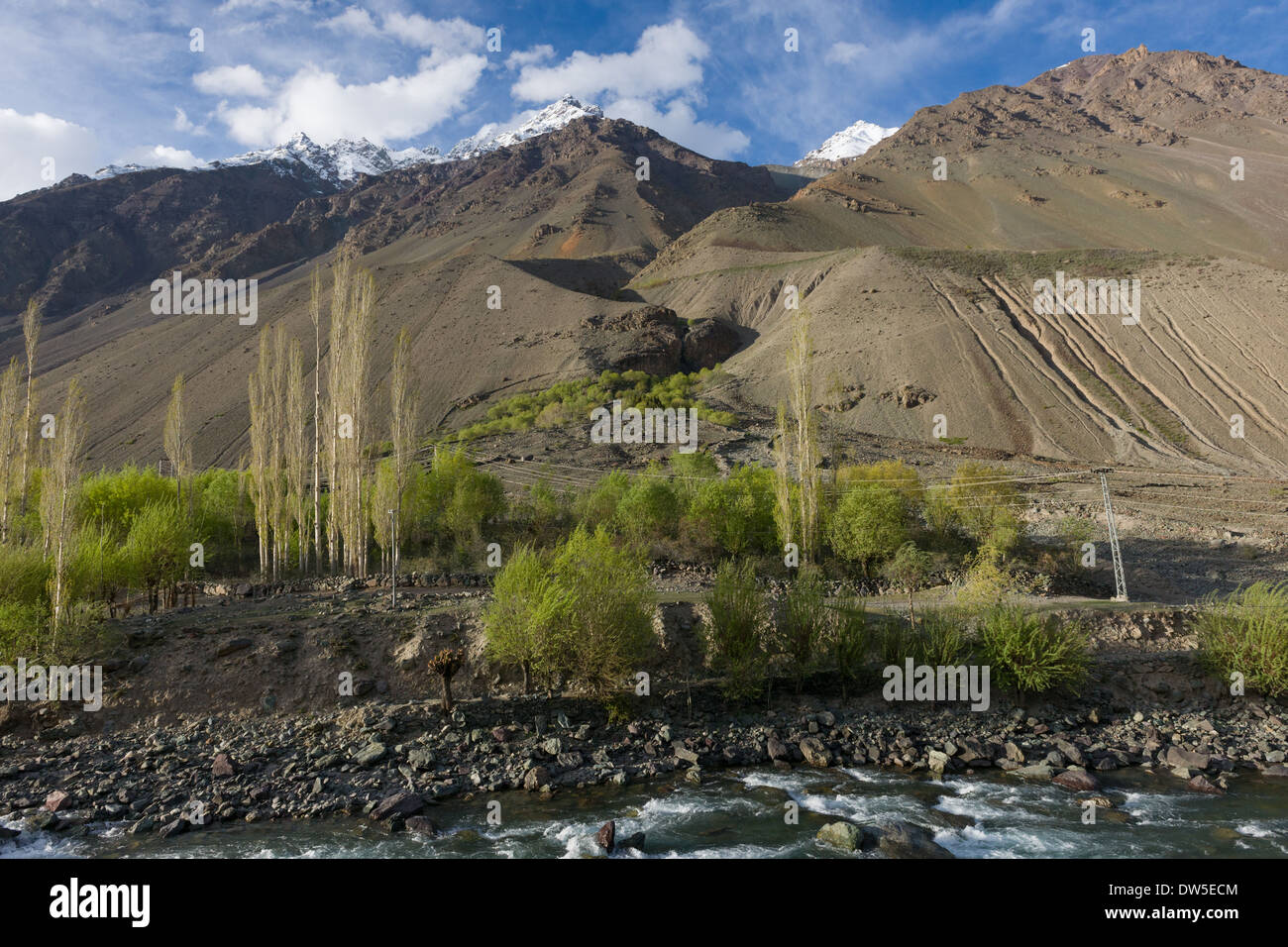 Steep walls of the Ghizar River (Gilgit River) Valley near Matuti Village, seen from the Shandur-Gilgit Road, near the Shandur Pass, Gilgit-Baltistan, Pakistan - Stock Image